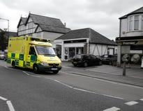 Ambulancia en llamada Imágenes de archivo libres de regalías