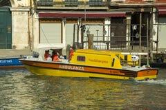 Ambulancia en Venecia Fotos de archivo libres de regalías