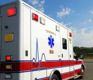 Ambulancia que apresura Imagenes de archivo