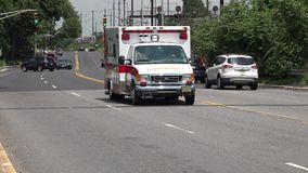 Ambulancia, respuesta de emergencia, EMT almacen de video