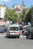 Ambulans i centret Royaltyfri Foto