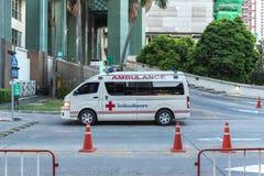 Ambulans på sjukhuset som väntar nöd- olycka Arkivbild