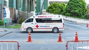 Ambulans på sjukhuset som väntar nöd- olycka Arkivfoto