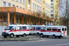 Ambulanser är på avdelningskontoret nummer 5, Gomel, Vitryssland Fotografering för Bildbyråer