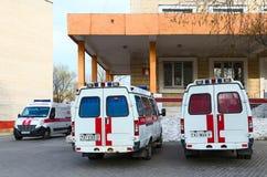 Ambulanser på avdelningskontoret av ambulansen, Gomel, Vitryssland Royaltyfria Foton
