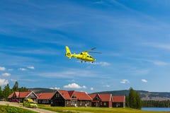 Ambulansmedel och ambulanshelikopter arkivbild
