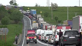 Ambulansowi przelotni pobliscy blokujący samochody w ruch drogowy opłacie kraksa samochodowa wypadek na drodze zbiory