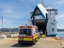 Ambulansowy ładowanie na promu Fotografia Royalty Free