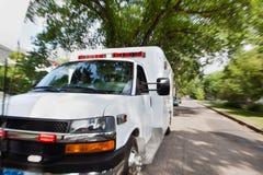 Ambulanza sulla via immagine stock libera da diritti