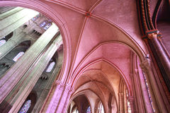 Ambulatorische Wölbungen des Kathedrale Saint-Etiennedes Bourges stockbilder