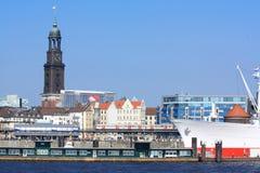 Amburgo con la chiesa della st Michaelis Fotografia Stock Libera da Diritti