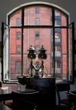 Amburgo, Germania L'interno del museo del caffè allo Speicherstadt famoso fotografia stock libera da diritti