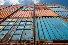 Amburgo, Germania - 14 luglio 2014: Deposito dei contenitori vuoti differenti a Amburgo Fotografia Stock