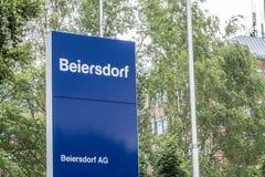 Amburgo, Germania - 13 luglio 2017: Le sedi di Beiersdorf è responsabili della fabbricazione del personale Immagini Stock Libere da Diritti