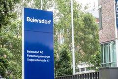 Amburgo, Germania - 13 luglio 2017: Le sedi di Beiersdorf è responsabili della fabbricazione del personale Fotografie Stock Libere da Diritti