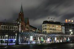 Amburgo, Germania - 23 novembre 2009: Chiesa di Gustaf-Adolfs dello svedese e molti negozi di ricordo nel posto storico del dist  Fotografia Stock Libera da Diritti
