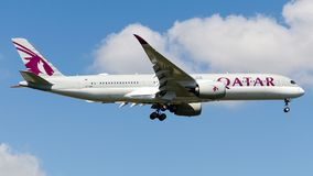 A7-AME卡塔尔航空,空中客车A350-941 免版税库存图片