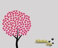 Ame a árvore vermelha com as folhas na forma do coração isoladas no fundo da cor clara O cartão feliz do dia do ` s do Valentim,  Fotos de Stock