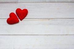 Ame corações no fundo de madeira da textura, conceito do cartão do dia de Valentim fundo original do coração Foto de Stock Royalty Free