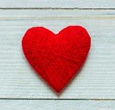 Ame corações no fundo de madeira da textura, conceito do cartão do dia de Valentim fundo original do coração Fotos de Stock Royalty Free