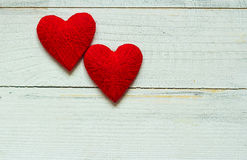 Ame corações no fundo de madeira da textura, conceito do cartão do dia de Valentim fundo original do coração Foto de Stock
