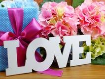 Ame el concepto del día del ` s de la tarjeta del día de San Valentín del fondo de la palabra Fotografía de archivo