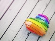 Ame el corazón del arco iris de la tarjeta del día de San Valentín en un fondo de madera blanco Orgullo c libre illustration