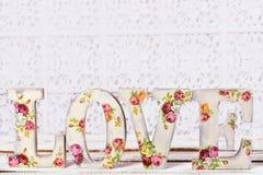 Ame el fondo con las letras adornadas decoupage con el patte color de rosa Foto de archivo libre de regalías