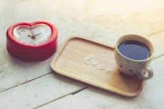 Ame el mensaje helando el polvo con la taza de café Imagen de archivo libre de regalías