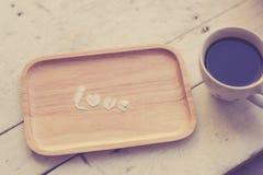 Ame el mensaje helando el polvo con la taza de café Fotos de archivo libres de regalías