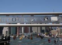Ame fechamentos no parque da ponte de Brooklyn em New York Fotografia de Stock Royalty Free