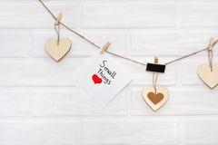 Ame a festão de madeira natural w dos Valentim do marrom escandinavo do sótão Fotos de Stock