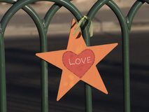 Ame la estrella atada a una cerca - LAS VEGAS - NEVADA - 12 de octubre de 2017 Fotografía de archivo libre de regalías