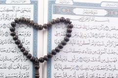 Ame la forma Tasbih (gotas) en Quran santo Fotografía de archivo