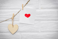 Ame la guirnalda de madera natural w de las tarjetas del día de San Valentín del marrón escandinavo del desván Imagen de archivo