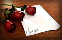 Ame a mensagem com papel do vintage e três rosas Foto de Stock Royalty Free