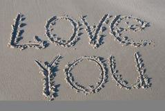 ?Ame-o? escrito na areia Fotos de Stock Royalty Free