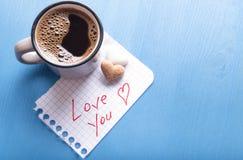 Ame-o nota e café Imagens de Stock
