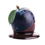 Ameixa no chocolate quente imagem de stock