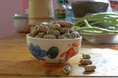 Amendoim descascado em amendoins bons Fotografia de Stock Royalty Free