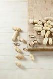 Amendoim na tabela de madeira Imagens de Stock Royalty Free