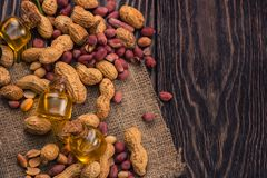 Amendoim natural com óleo em um vidro Imagem de Stock