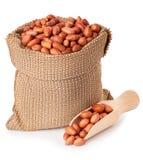 Amendoim no saco isolado no fundo branco Imagem de Stock