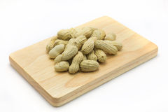 Amendoins de Rosa na placa de madeira Foto de Stock