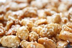 Amendoins doces com sésamo Imagem de Stock Royalty Free