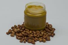 Amendoins e manteiga de amendoim frescos imagem de stock
