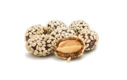 Amendoins em sementes de sésamo foto de stock