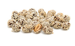 Amendoins em sementes de sésamo foto de stock royalty free