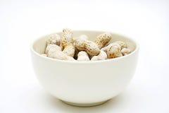 Amendoins em uma bacia Imagens de Stock Royalty Free