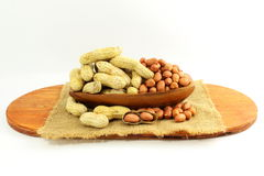 Amendoins inteiros e descascados Imagens de Stock Royalty Free